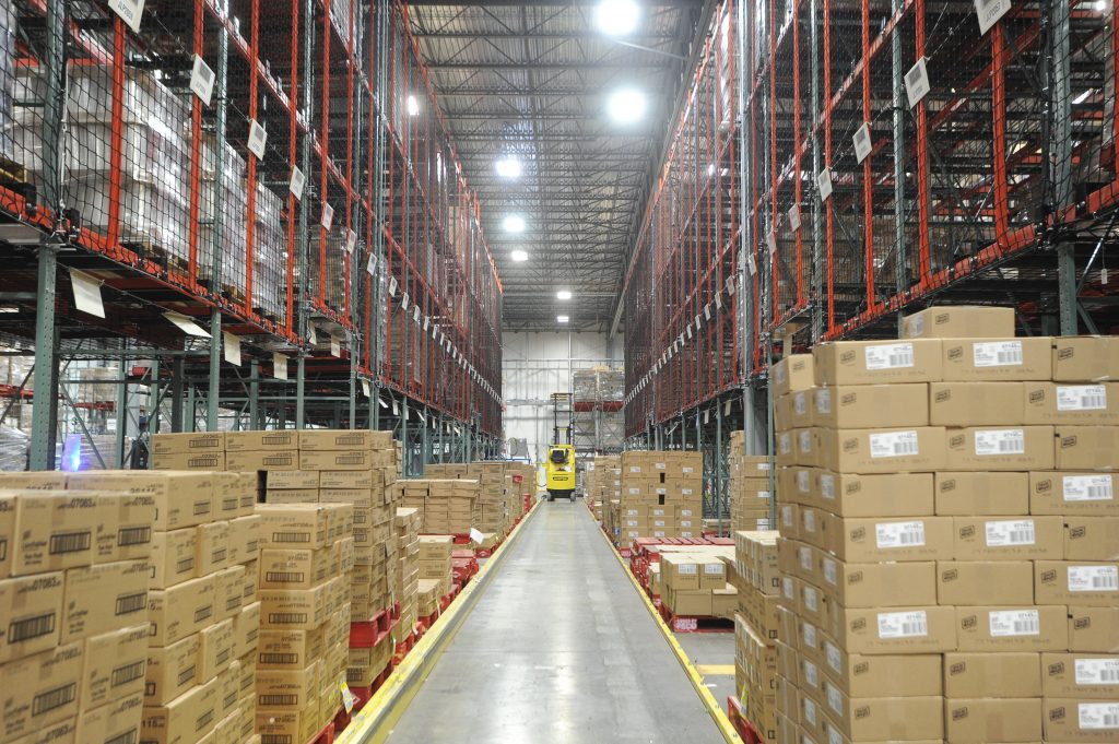 Layer Picking with Pallet Racking and Safety Netting